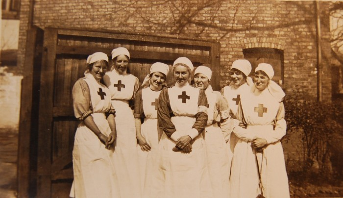 Nurses and Cooks at the Rosslyn Lodge Military Auxiliary Hospital